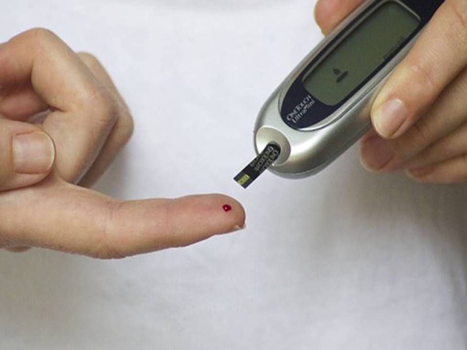 person testing their insulin
